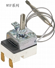 Liquid expansion type thermostat