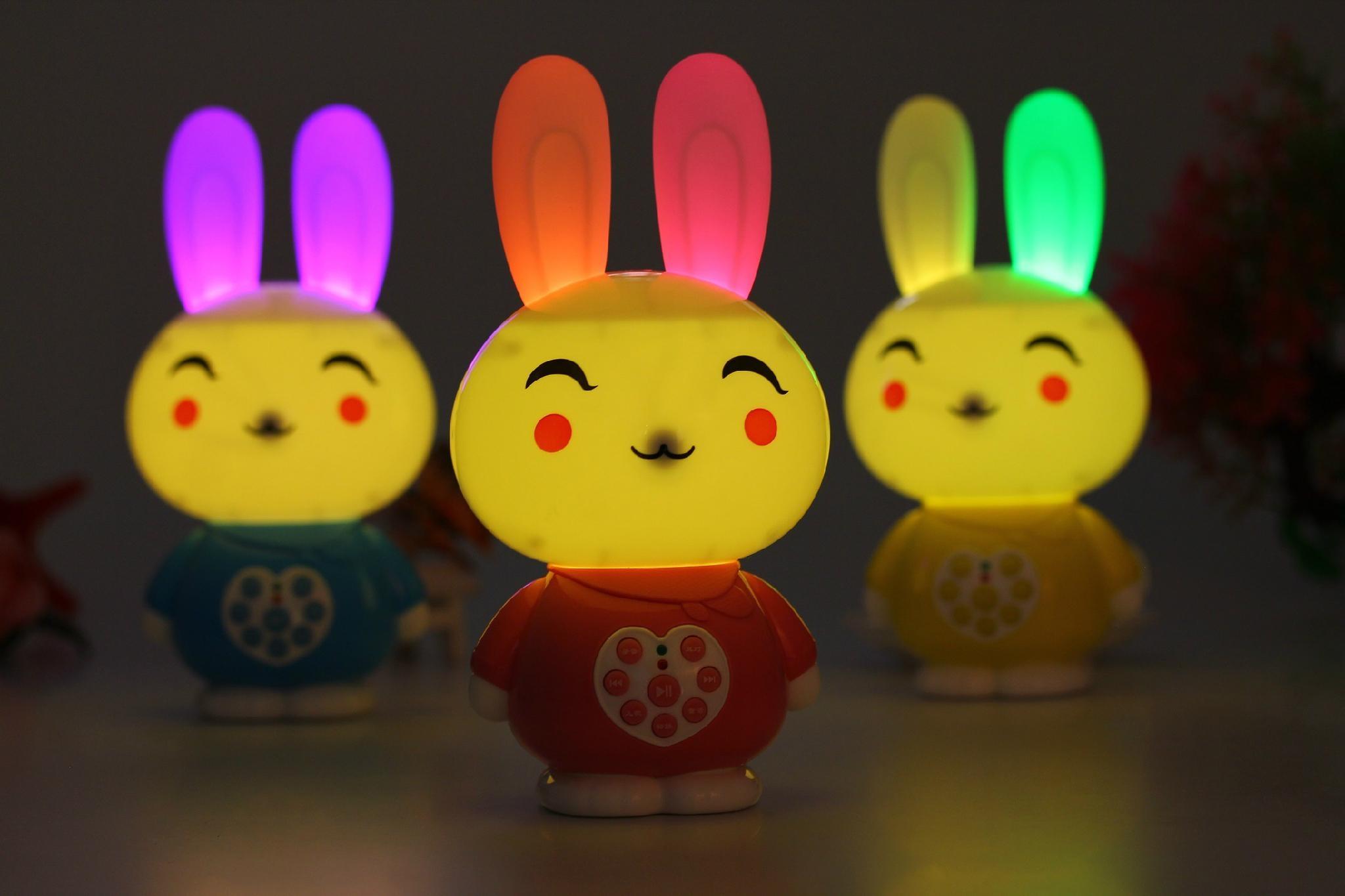 工廠供應貝貝優可可充電下載錄音抗摔遙控帶夜燈儿童早教故事機Q6 1