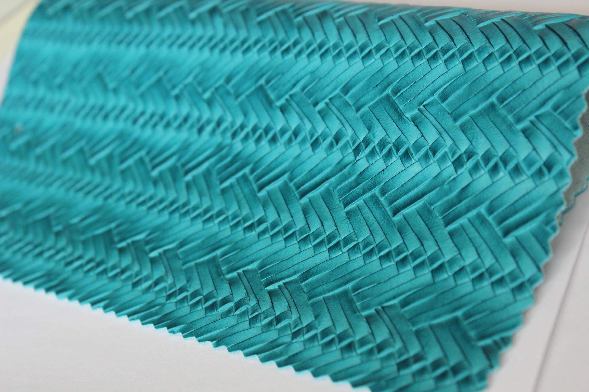 Guangzhou hot selling woven pattern pvc embossed leather fabric for making bags 4