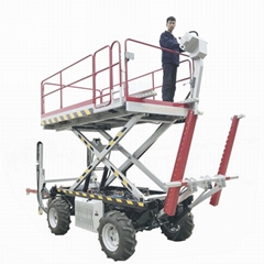 Self-propelled garden lifting machinery with pruning shear