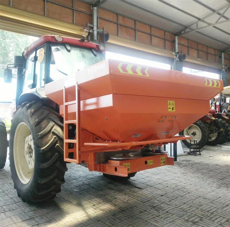 Agricultural tractor mounted fertilizer Spreader 16