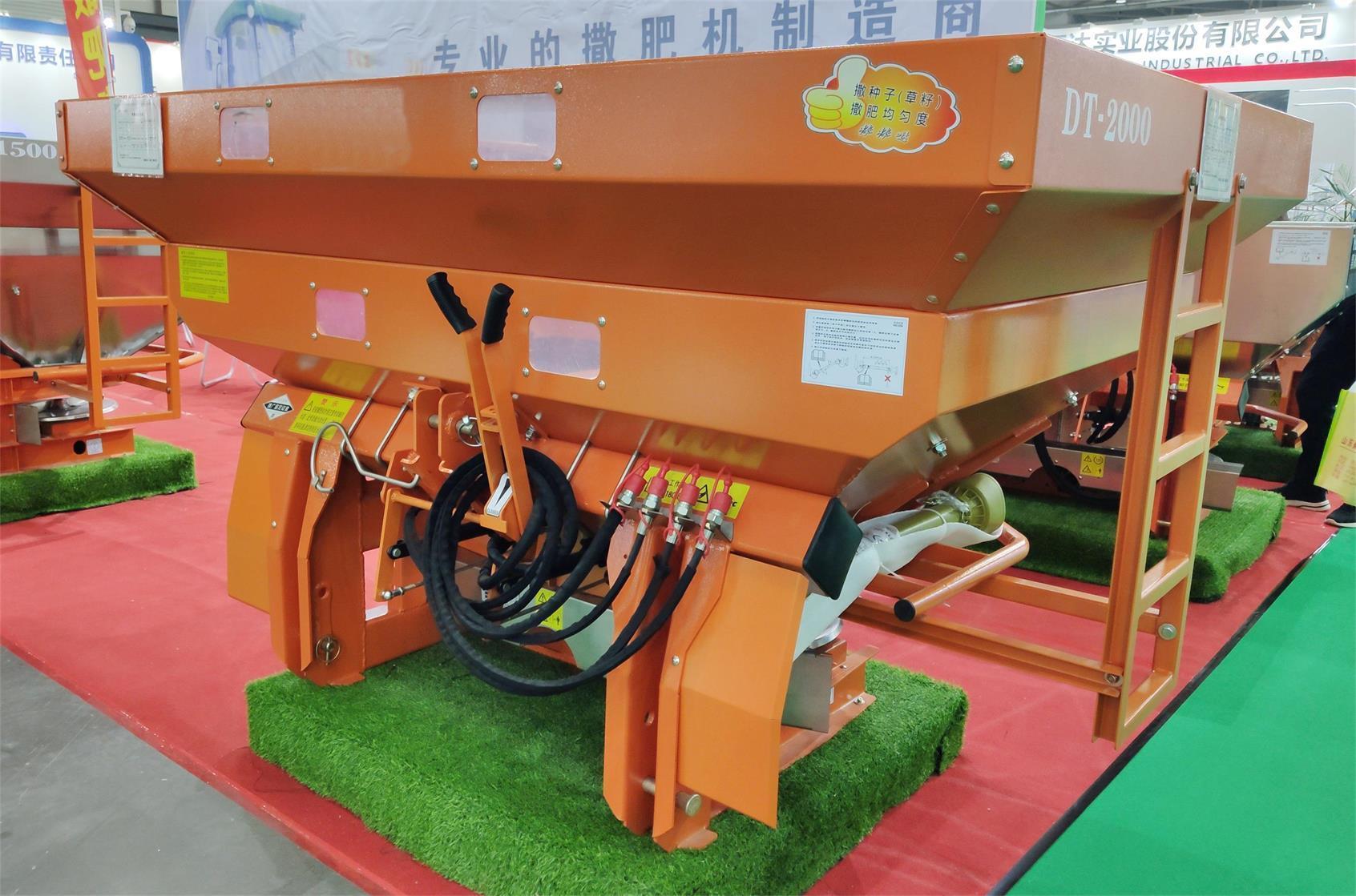 tractor PTO driven double disc gearbox fertilizer spreader