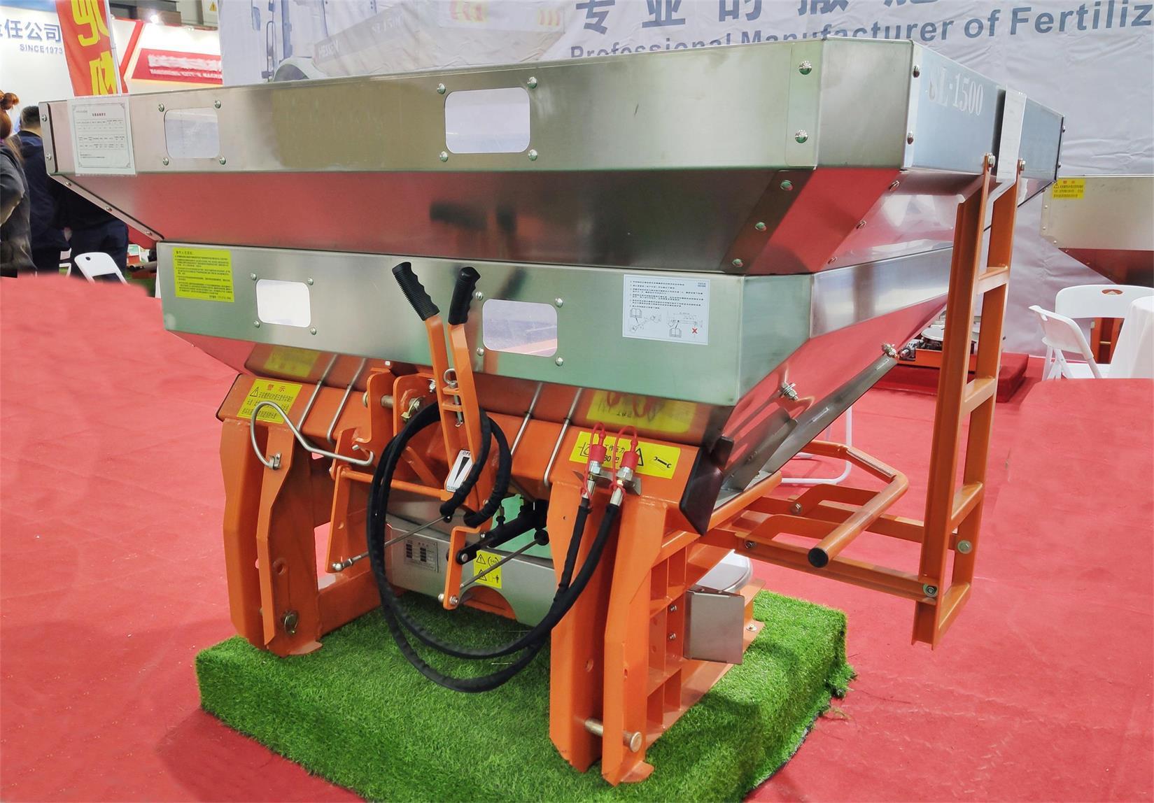 tractor mounted PTO double-disc fertilizer spreader