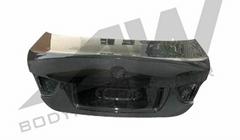 宝马E90后尾盖
