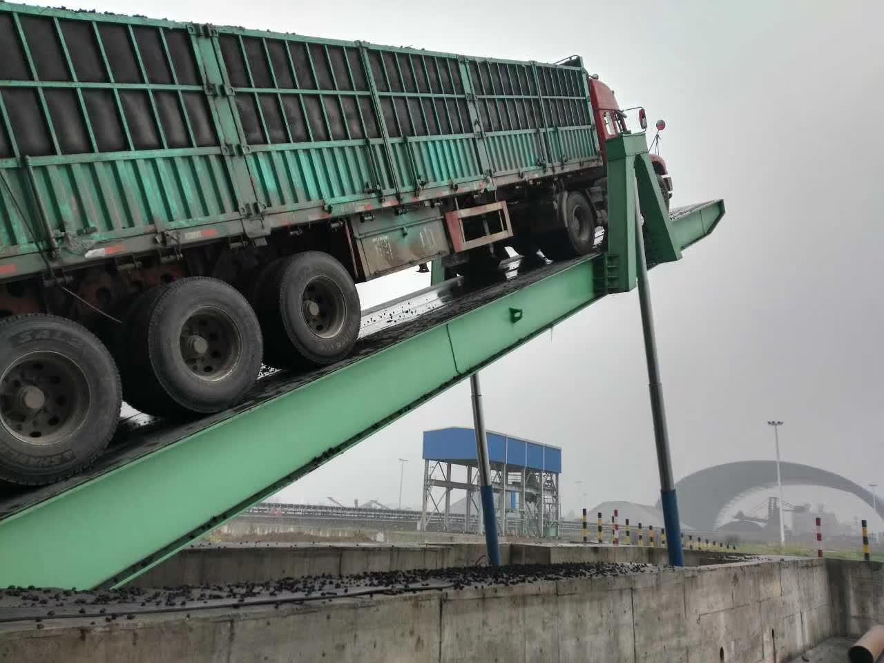 内蒙后翻式液压石料汽车卸车机  4