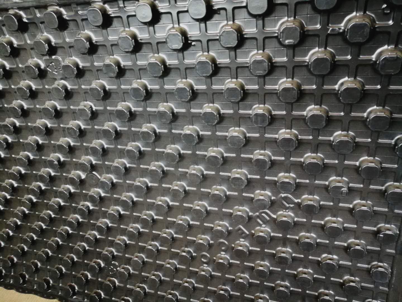 XG-1575全自动地暖模块吸塑成型机 1