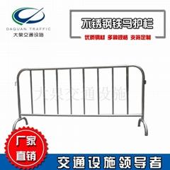 2m可移动不锈钢铁马护栏