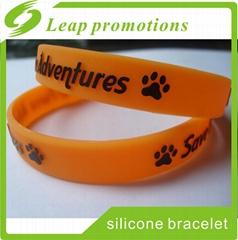 Hot Sale Wristband Custom Embossed Print silicone bracelets