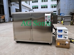 Engine parts cylinder heads ultrasonic cleaner to remove carbon and oils