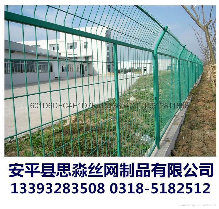 工厂现货供应高质量1.8*3.0m框架护栏网 2