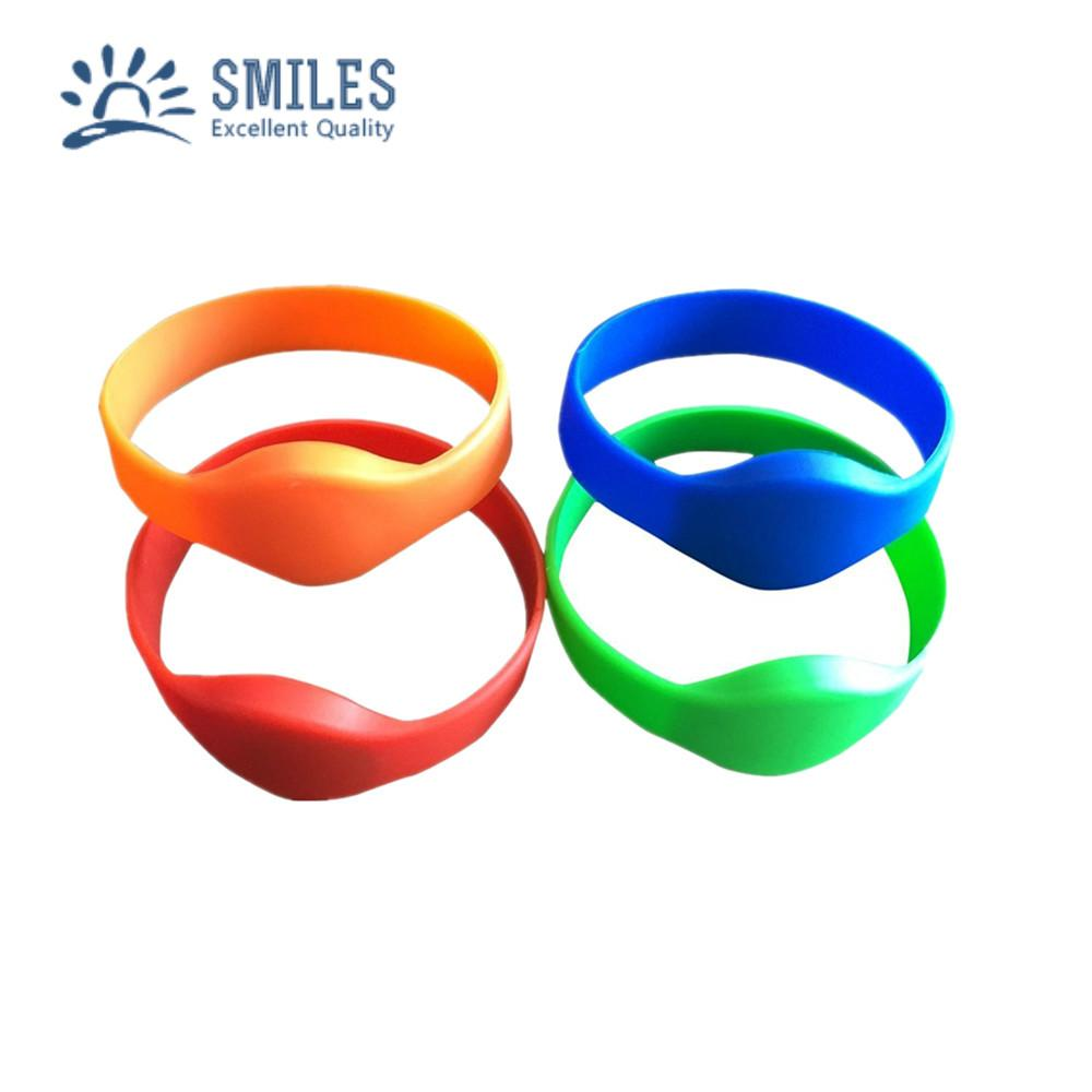 Waterproof 125KHZ RFID EM Silicon Wristbands For Access control  1