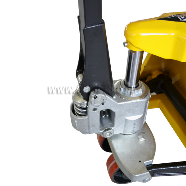 Low-profile Pallet Truck 2