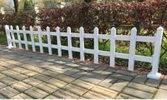pvc塑钢草坪护栏定制