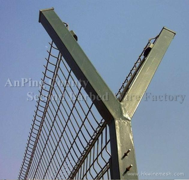High security hot dipped ga  anized and pvc coated Airport Fence 2