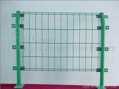 廠家直銷PVC包塑雙邊絲護欄網