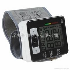 Intelligent voice wrist electronic sphygmomanometer charging