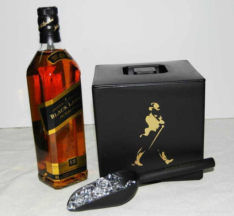 Johnnie Walker plastic double layer ice bucket with lid 3 Liters 1