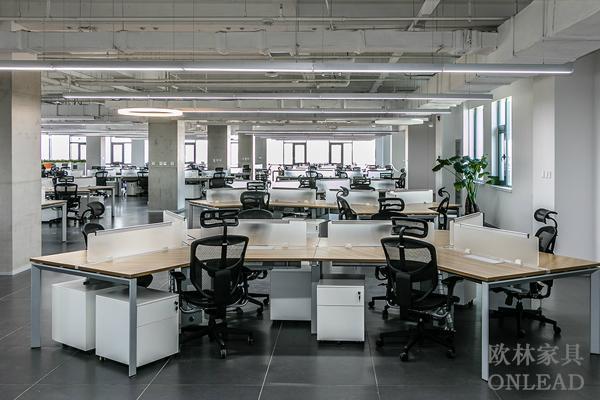 智能化昇降辦公桌 1