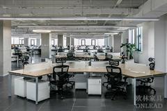 智能化昇降辦公桌