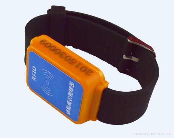 台鼎 TD-PA13B 2.4G有源防拆手腕帶 2