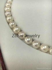 White  circular Freshwater  Pearl necklace 9-10 mm