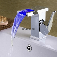 全銅LED發光單把單孔冷熱瀑布面盆水龍頭