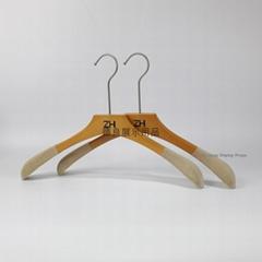 高档荷木女装展示衣架包植绒原木色