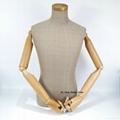 包黄麻布半身男模特配木手臂展示