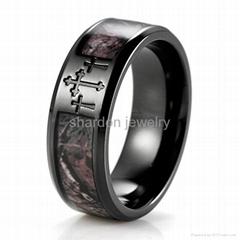8毫米宽电黑三个十字架丛林迷彩钛戒指