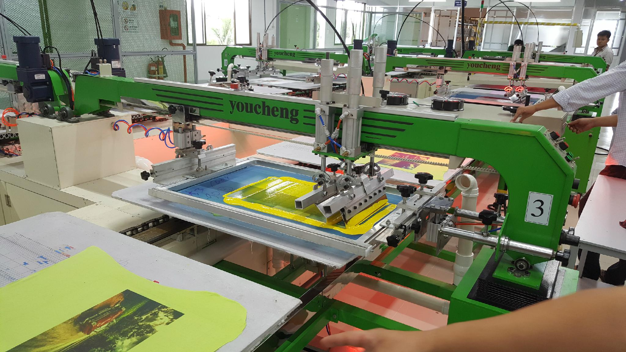Automatic T Shirt Oval Screen Printing Machine With Large