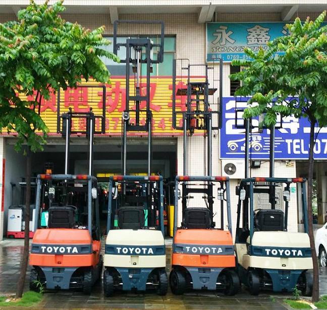 东莞市小松2吨电动叉车 1