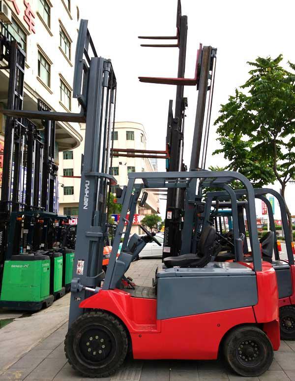 东莞市小松2吨电动叉车 5