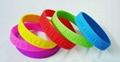 厂家批发印字母硅胶手环手镯低价定制外贸出口印刷丝印橡胶手腕带 3