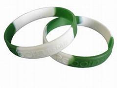 工廠直銷優價定製凸出硅膠手環凸字印刷矽膠手腕帶
