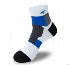 T604襪子批發 高檔運動常規款透氣孔刺繡中筒男士襪子純棉