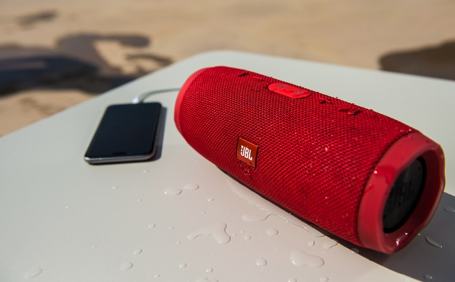 JBL Charge 3 IPX7 waterproof portable speaker with high-capacity batterry 8