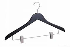 anti-slip wooden coat hanger with pant clips suit hangers