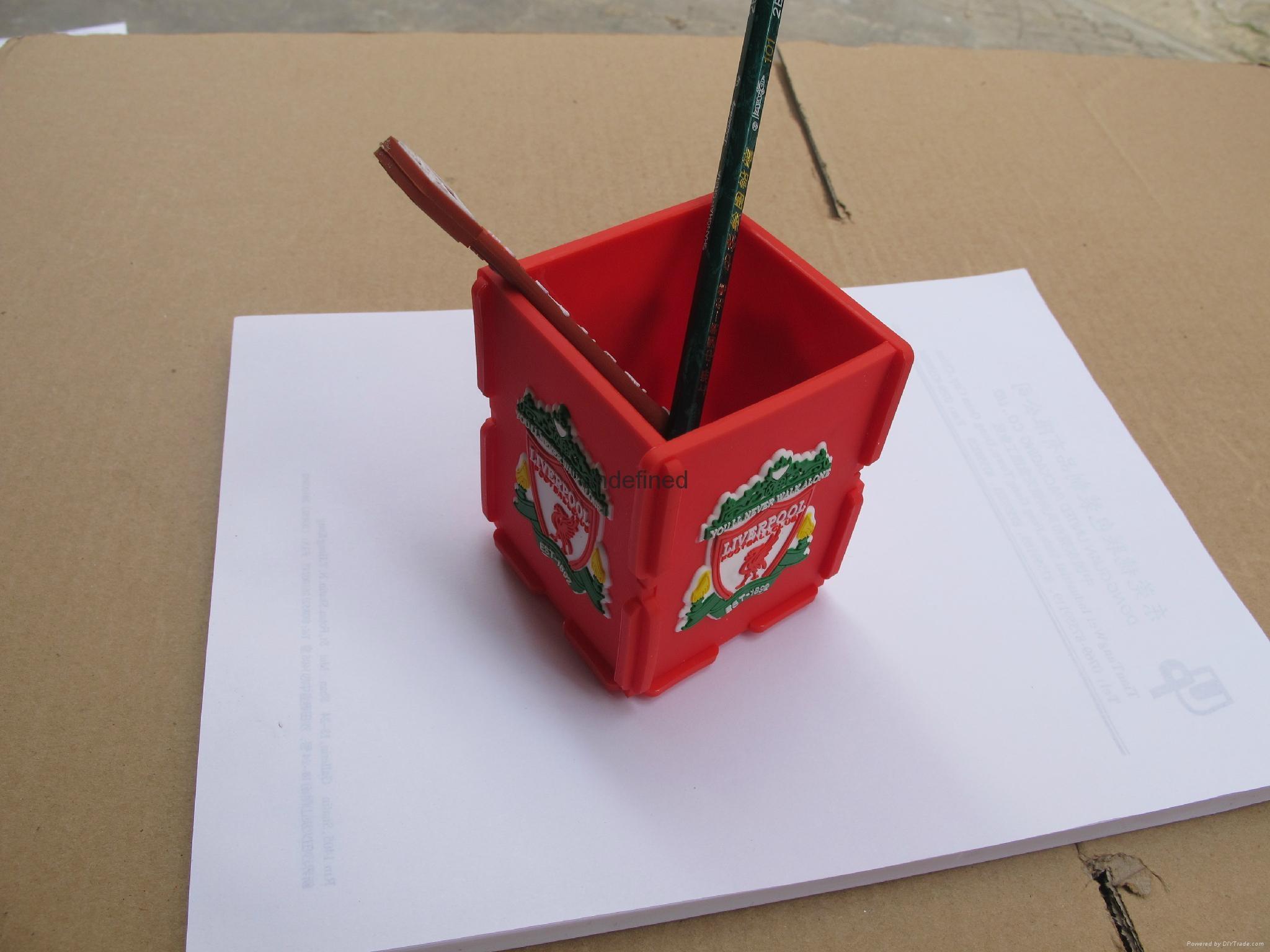 pvc软胶笔筒 3
