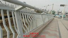 厂家大量低价供应桥梁护栏