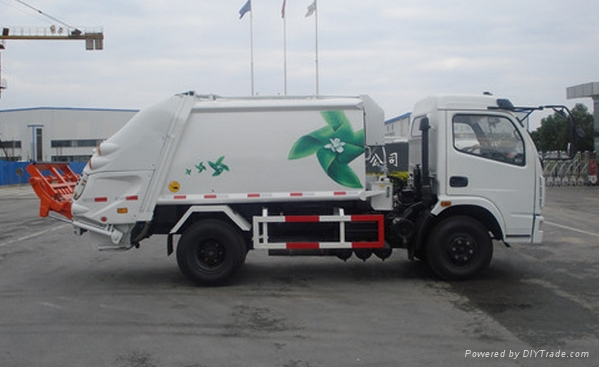 Compression garbage truck(rear loading) 1