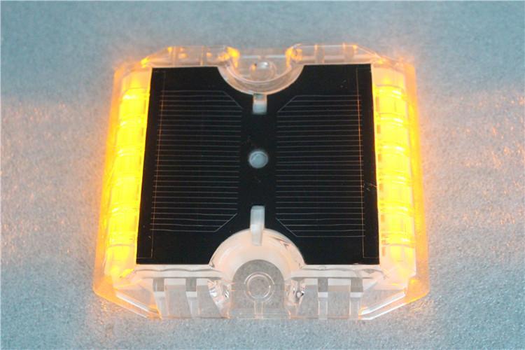 Anti-high Temperature Barrier Intelligent flashing solar road warning light 1