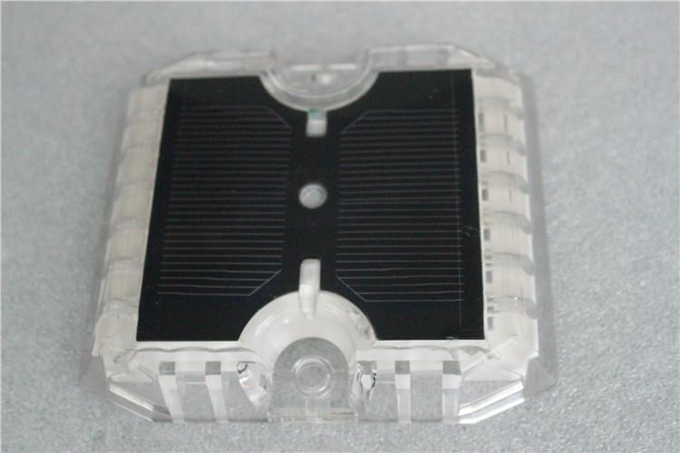 Anti-high Temperature Barrier Intelligent flashing solar road warning light 4