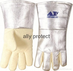 High heat resistant gloves with aramid fiber and aluminized