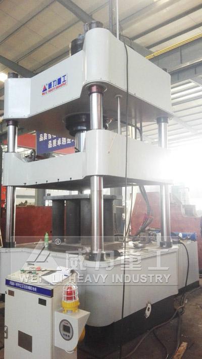 500噸金屬粉末成型液壓機 4