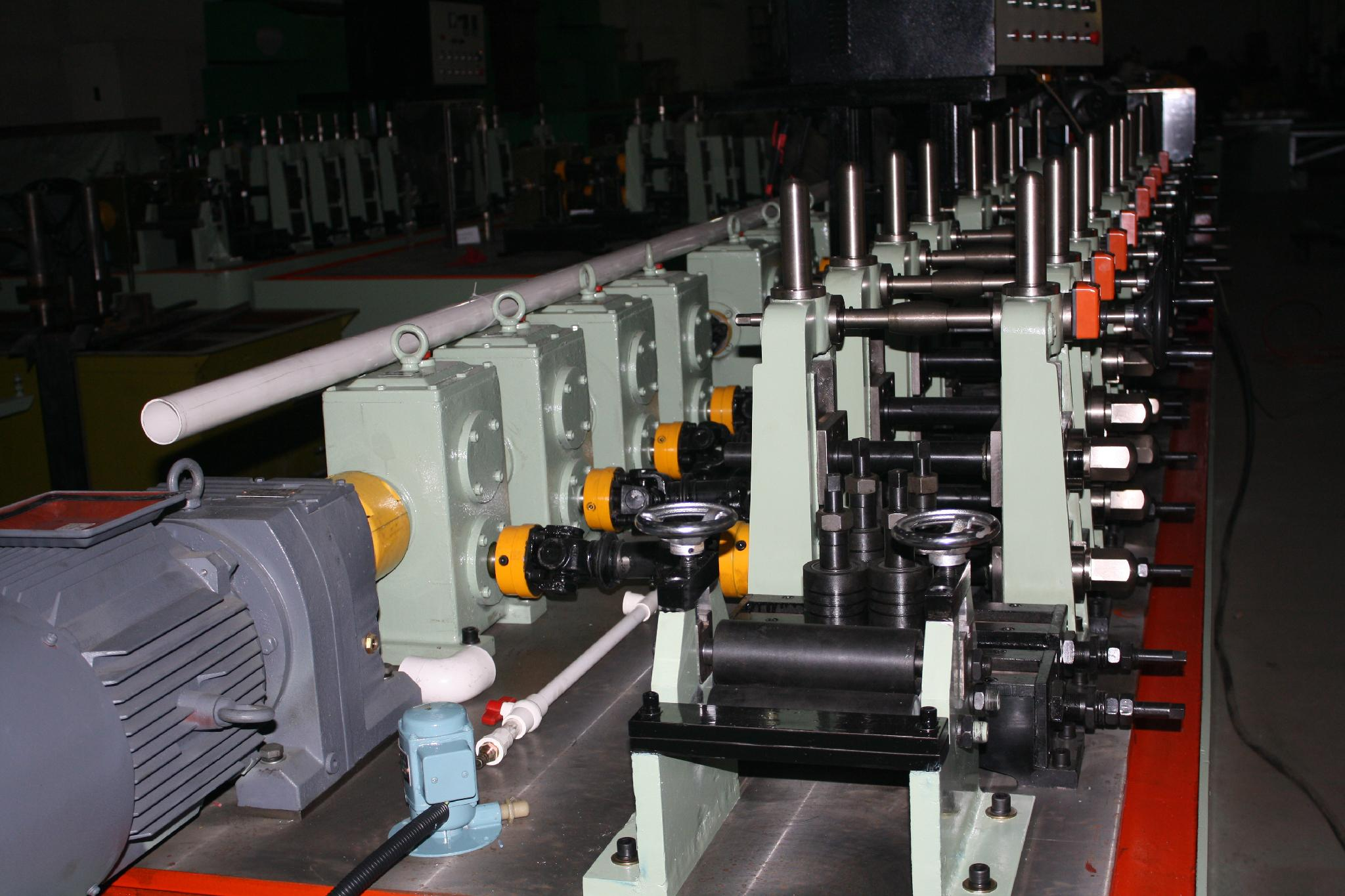 不鏽鋼工業型焊管機 1