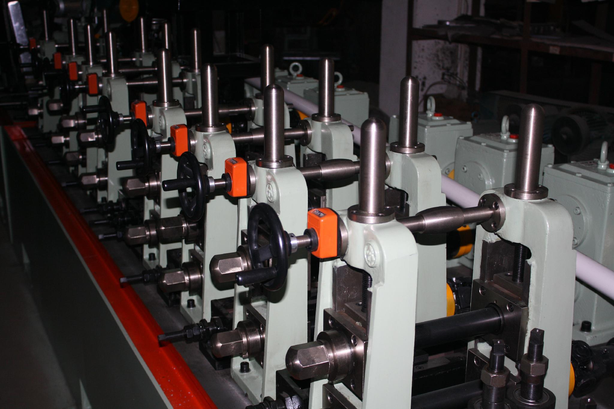 不鏽鋼工業型焊管機 2