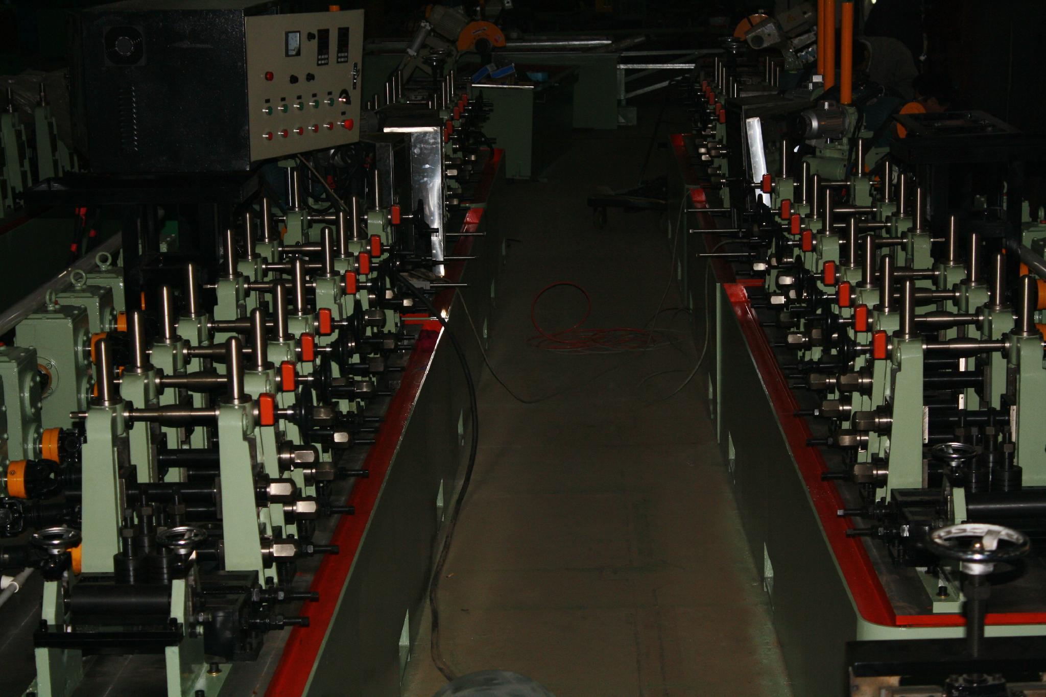 不鏽鋼工業型焊管機 4