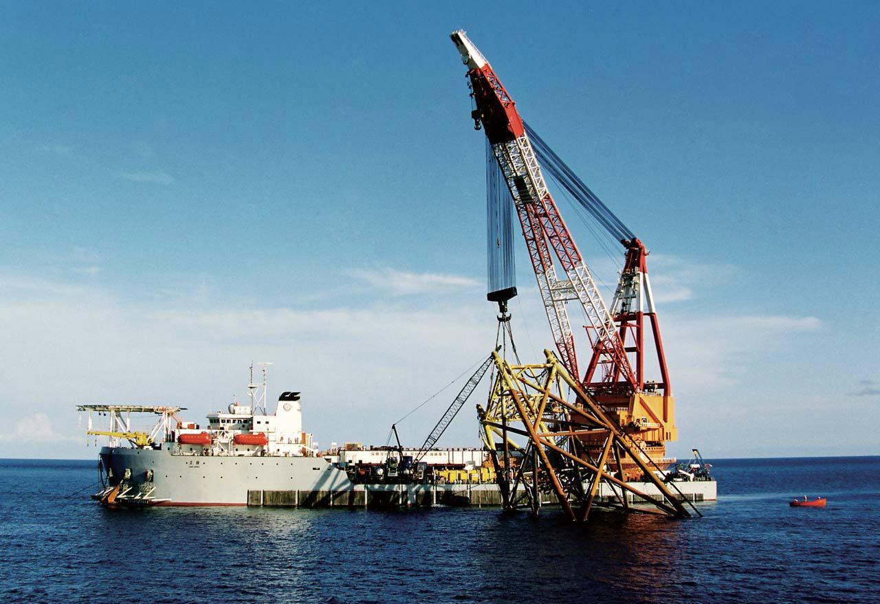 rent floating crane 1500t crane barge 1500 ton charter crane ship buy sell sale  1