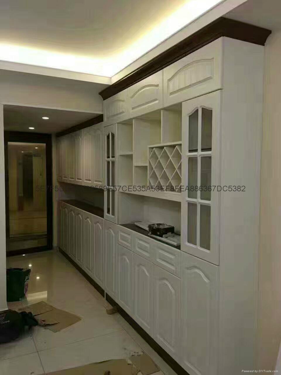 衣柜时尚环保,在以前的家庭装修中,主要是通过木工现场打制和购买成品