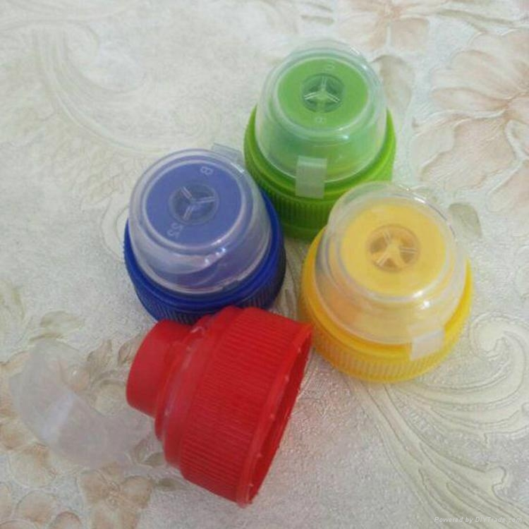Sport drinking plastic bottle 28mm pco1881 neck blue sport caps 1
